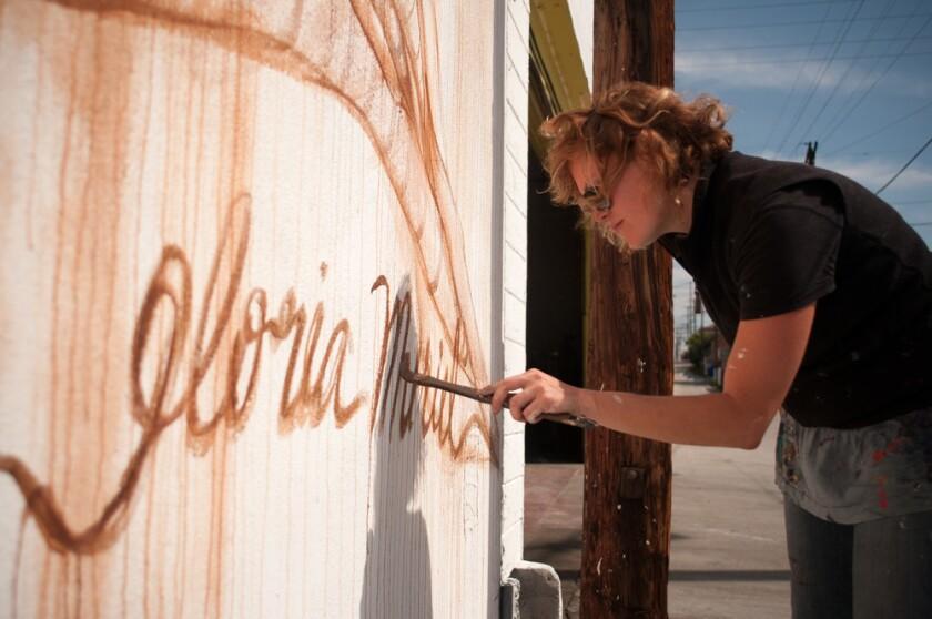 Los murales de la artista mexicana -estadounidense Gloria Muriel pueden encontrarse desde Tijuana hasta San Francisco, como en los restaurantes de San Diego The French Gourmet, ubicado en Pacific Beach, y el Común Kitchen & Tavern en el Gaslamp de San Diego.