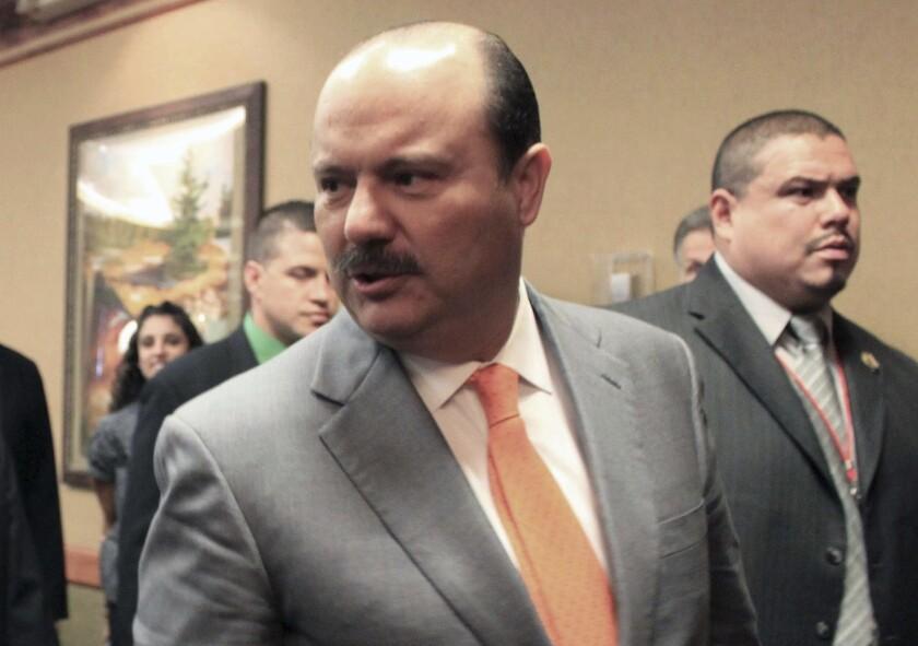 En esta fotografía de archivo del 5 de octubre de 2012, el gobernador del estado fronterizo de Chihuahua, César Duarte