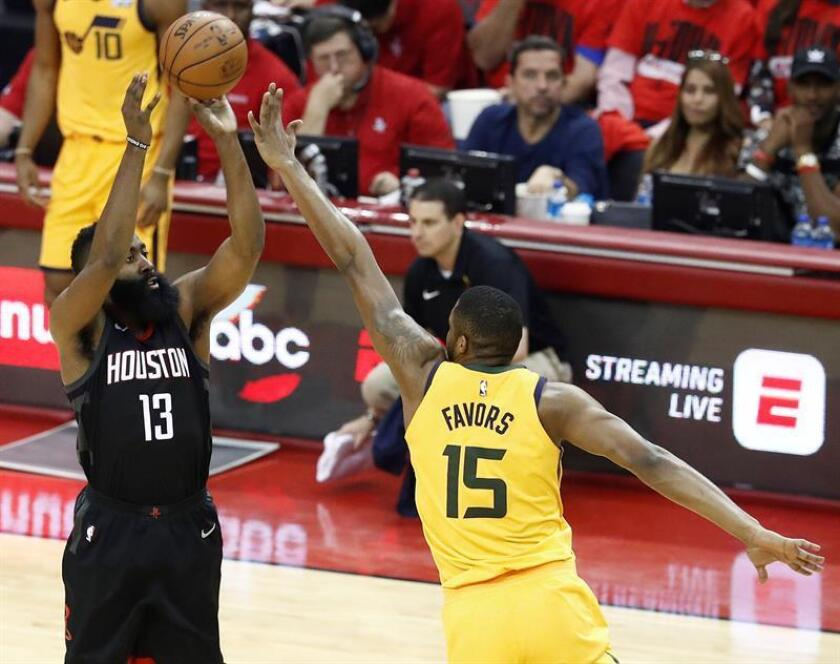 Utah Jazz player Derrick Favors (R) tries to block a shot against Houston Rockets player James Harden (L) in the first half of their NBA Western Conference Semifinals Playoff basketball game at the Toyota Center in Houston, Texas, USA, 29 April 2018. EFE