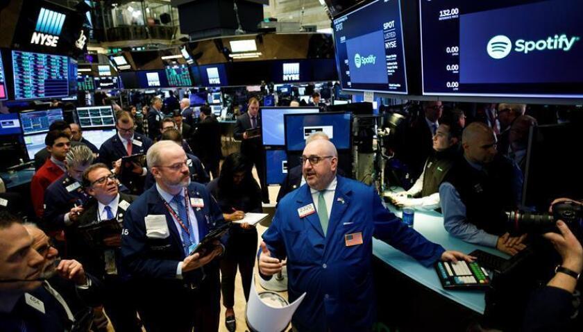 Agentes de Bolsa realizan su trabajo en Wall Street. EFE/ARCHIVO