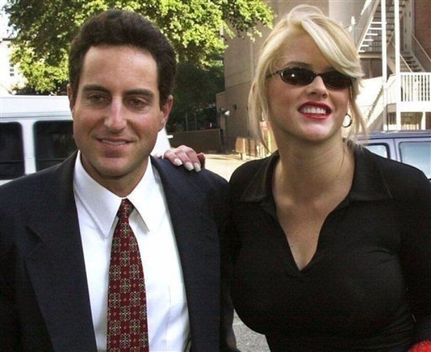 FILE - In this Oct. 2, 2000 file photo, Anna Nicole Smith, right, smiles as she walks to the courthouse with her attorney Howard K. Stern in Houston. Attorneys in the Anna Nicole Smith drug conspiracy trial are set with final arguments aimed at swaying jurors in reaching a complicated and crucial set of verdicts that will affect two doctors and the deceased model's former boyfriend. (AP Photo/Brett Cooomer, File)
