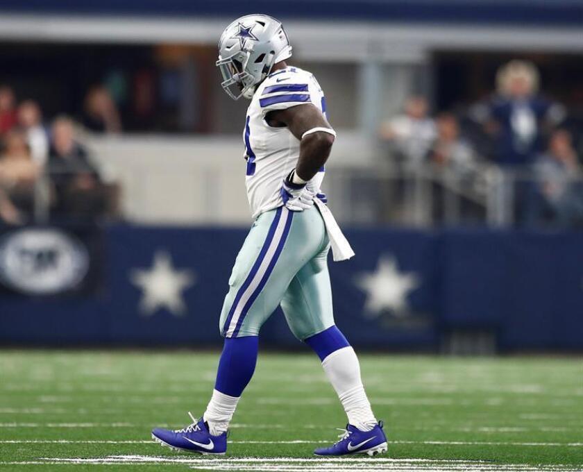 En la imagen un registro de Ezekiel Elliott, corredor estelar de los Cowboys de Dallas, quien cumplirá una suspensión de seis partidos impuesta por la NFL. EFE/Archivo