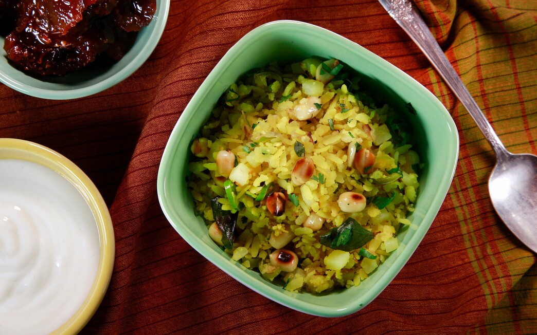 Kanda batata poha (pounded rice with onion and potatoes)
