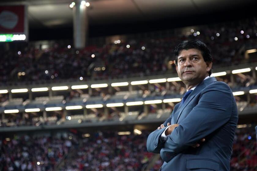 El técnico de Chivas, José Cardozo, reacciona el sábado 6 de octubre de 2018, durante el juego correspondiente a la jornada 12 del torneo mexicano de fútbol, en el estadio Akron, en Guadalajara, Jalisco (México). EFE/Archivo