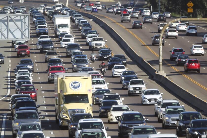 Congestionamiento de autos en la carretera de San Diego