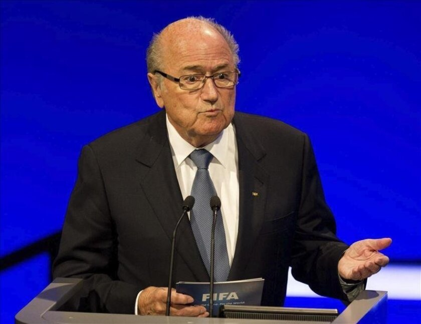 El presidente de la FIFA, Joseph S. Blatter, interviene durante el XXXVII Congreso Ordinario de la UEFA, en el Hotel Grosvenor House de Londres, en Reino Unido, hoy. EFE