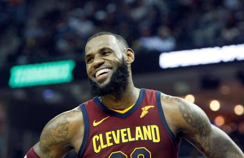 Lebron James de Cleveland Cavaliers el pasado viernes durante un partido de baloncesto de la NBA. EFE