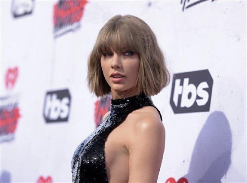 """Taylor Swift interpretó el sábado una versión reducida de su tema """"Blank Space"""" durante la fiesta de bodas de Max Singer y Kenya Smith en la localidad de Long Beach Township ante el asombro de los invitados, que vieron a la artista y también cantaron la pieza. (Foto de Richard Shotwell/Invision/AP, Archivo)"""