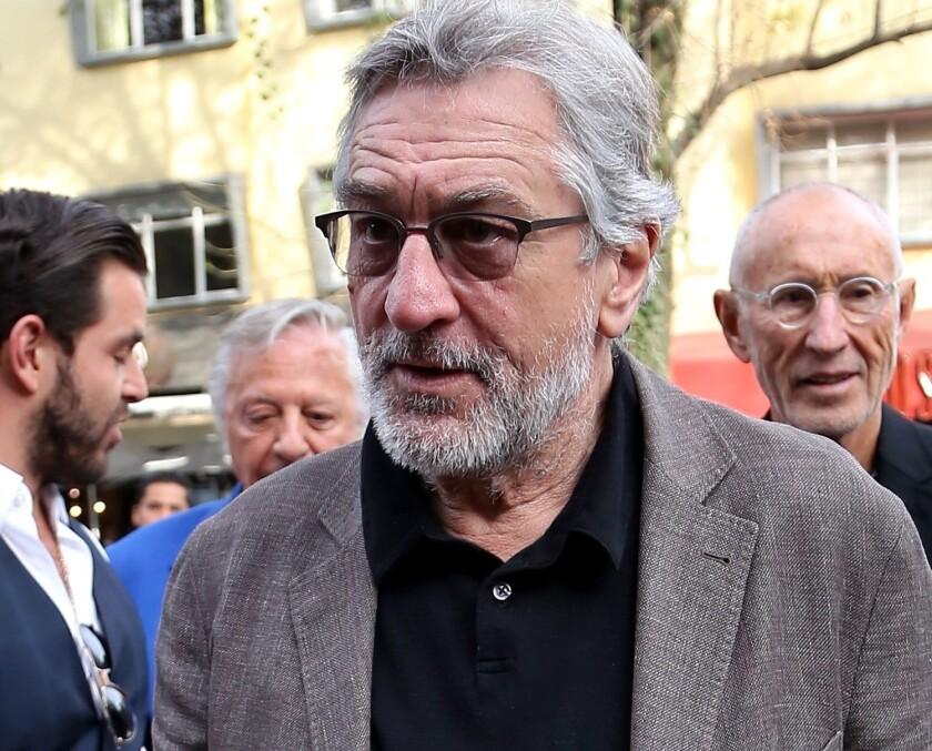 El actor Robert De Niro instó a la gente a votar en las próximas elecciones de EU, tras recibir un paquete bomba.