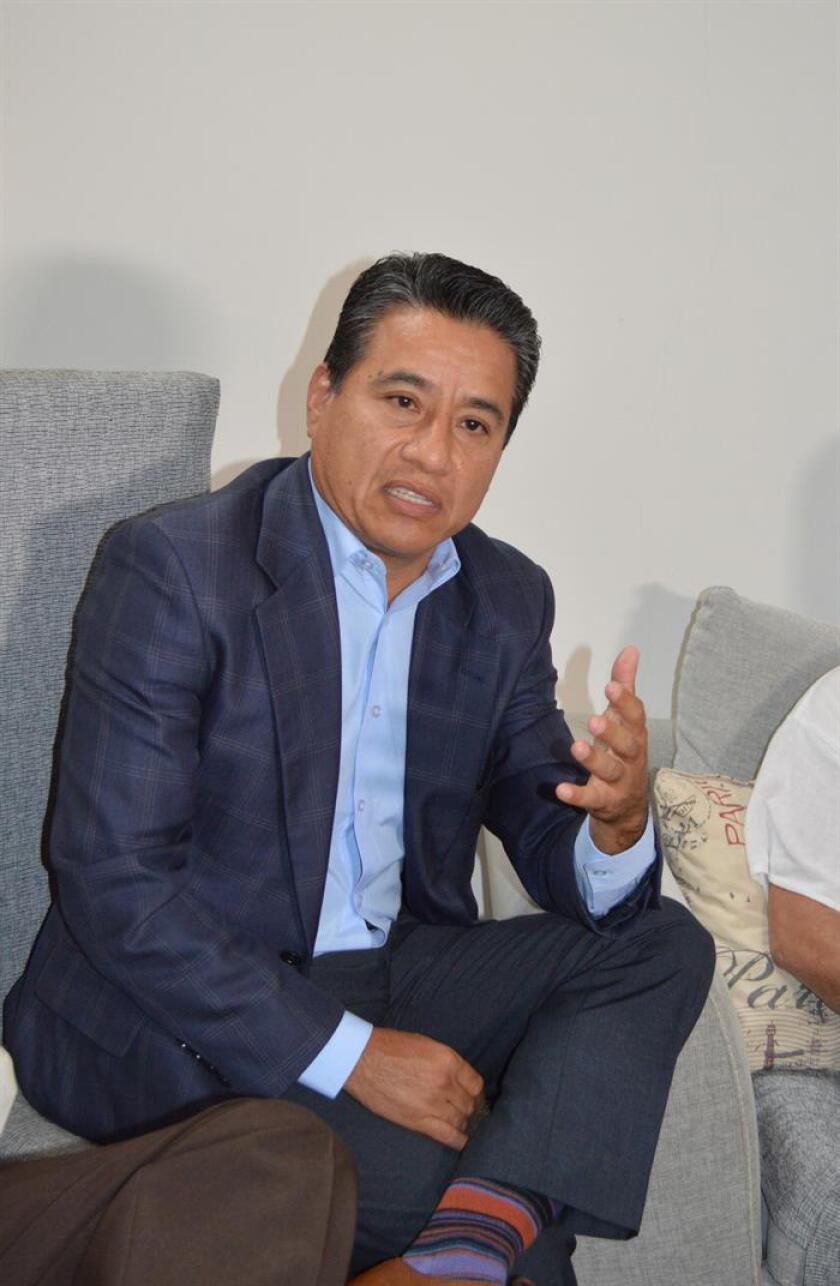 El abogado de la familia Fernández, Martín Lozano, habla durante una entrevista con Efe en Ciudad Victoria, en el estado de Tamaulipas (México). EFE/Archivo