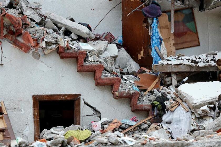 El fondo 'Por los demás', creado para ayudar a los damnificados por el terremoto del 19 de septiembre de 2017, acusó hoy a la autoridad electoral mexicana de excederse en sus funciones al imponer una multa al Movimiento Regeneración Nacional (Morena) por 197 millones de pesos (unos 10,36 millones de dólares). EFE/Archivo