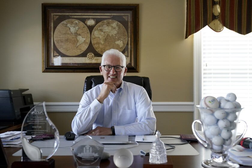 Jay Copan posa para una foto en su casa de Raleigh, Carolina del Norte