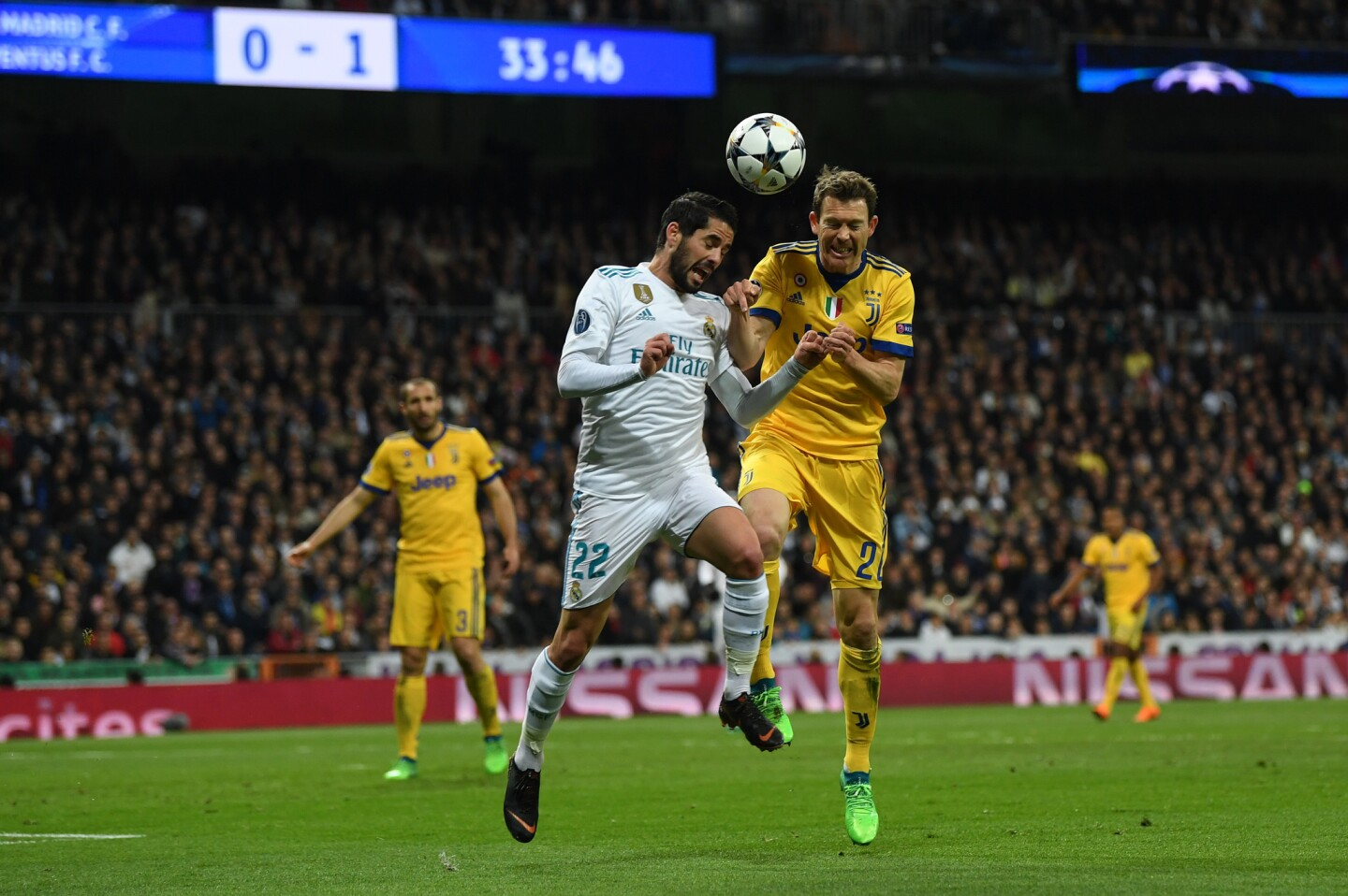 MADRID, SPAIN - APRIL 11: Isco of Real Madrid competes for a header with Stephan Lichtsteiner of Juventus during the UEFA Champions League Quarter Final Second Leg match between Real Madrid and Juventus at Estadio Santiago Bernabeu on April 11, 2018 in Madrid, Spain. (Photo by David Ramos/Getty Images) ** OUTS - ELSENT, FPG, CM - OUTS * NM, PH, VA if sourced by CT, LA or MoD **