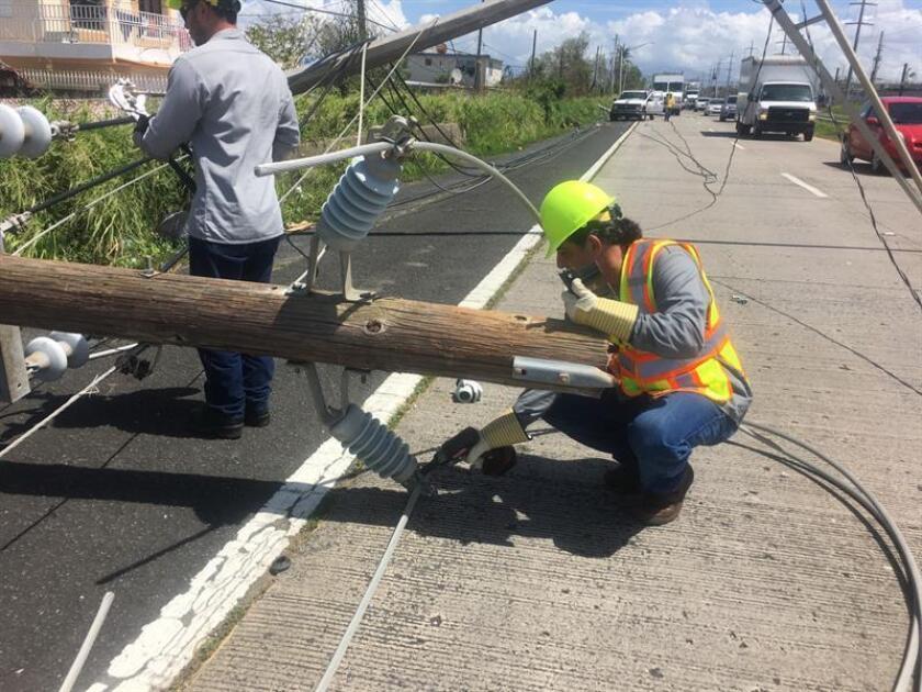 Un grupo de 32 obreros de la empresa eléctrica PPL Electric Utilities, del estado de Pensilvania, arribarán hoy a Puerto Rico para continuar con los trabajos de reconstrucción del servicio de electricidad en la isla, devastado por el paso del huracán María. EFE/Archivo