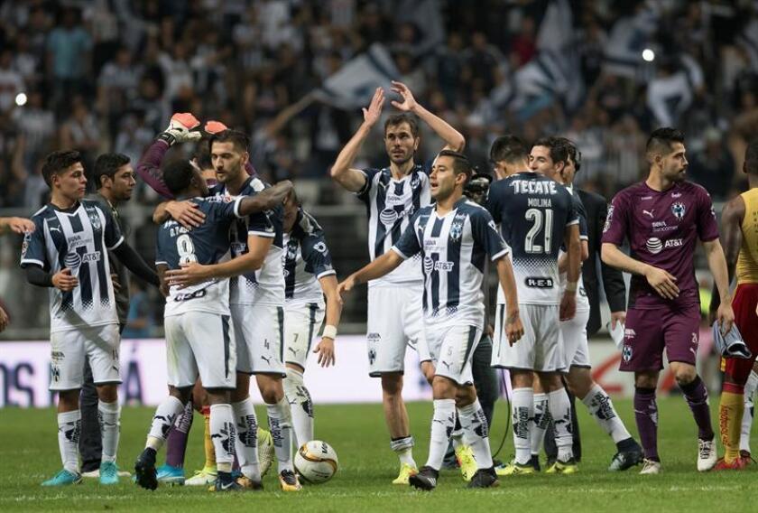 Los Rayados de Monterrey, el equipo de mejores números el año pasado en el fútbol mexicano, pero que no ganó ningún título, recibirá mañana al Morelia, en la primera jornada del torneo Clausura 2018. EFE/Archivo