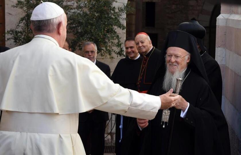 El papa Francisco conversó con líderes y representantes de varias religiones el martes en un encuentro por la paz en Asís, la localidad natal de San Francisco.