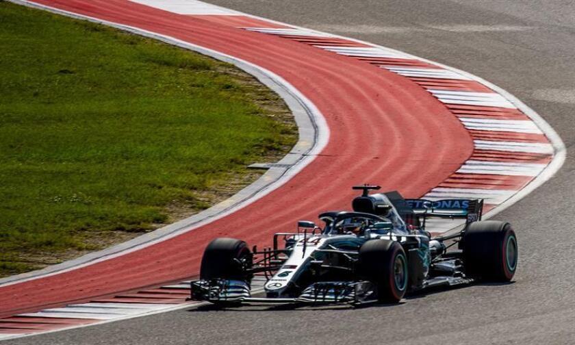El piloto británico Lewis Hamilton, de la escudería Mercedes, en acción durante el Gran Premio de Estados Unidos en el circuito de Las Américas en Austin, Texas, Estados Unidos, el 21 de octubre del 2018. EFE