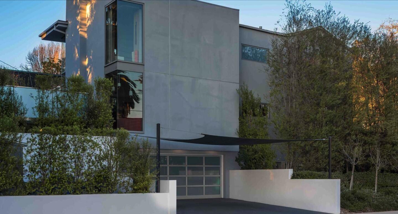 Chris Diamantopoulos and Becki Newton's contemporary home | Hot Property