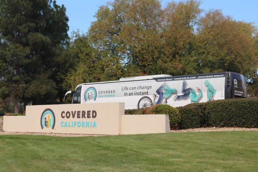 La caída de inscripciones currió incluso a pesar que Covered California, el mercado estatal de seguros de salud, gastó millones en publicidad para captar a nuevos beneficiarios durante el período de inscripción abierta que finalizó el 15 de enero.