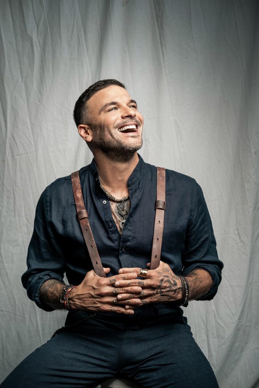 Fotografía cedida por Sony Music Latin donde aparece el cantante puertorriqueño Pedro Capó,