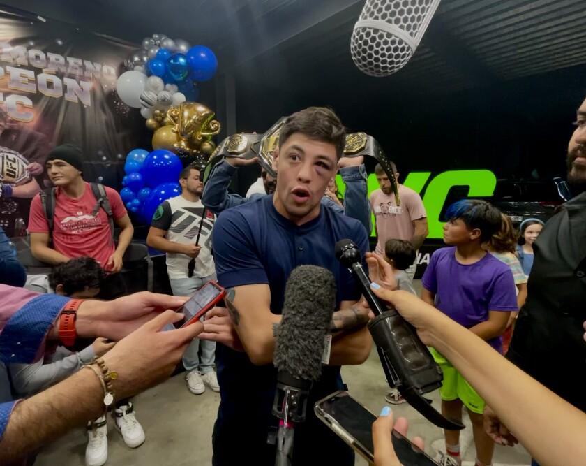 Brandon Moreno, entrevistado luego de su campeonato en la UFC el fin de semana, en el gimnasio Entram de Tijuana.