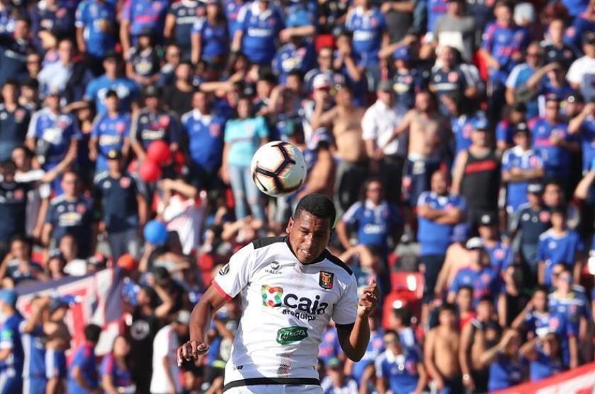 Nicolás Freita de Melgar en acción durante el partido de vuelta por la segunda fase de la Copa Libertadores entre la Universidad de Chile y el Foot Ball Club Melgar peruano, el 13 de febrero de 2019, en el Estadio Nacional de Chile, en Santiago (Chile). EFE