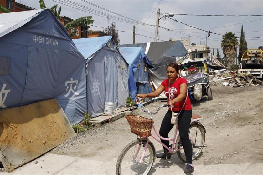 Fotografía fechada el 12 de septiembre de 2018 que muestra las tiendas de campaña donadas por el Gobierno chino tras el terremoto del 19 de septiembre de 2017, en Iztapalapa, Ciudad de México (México). EFE