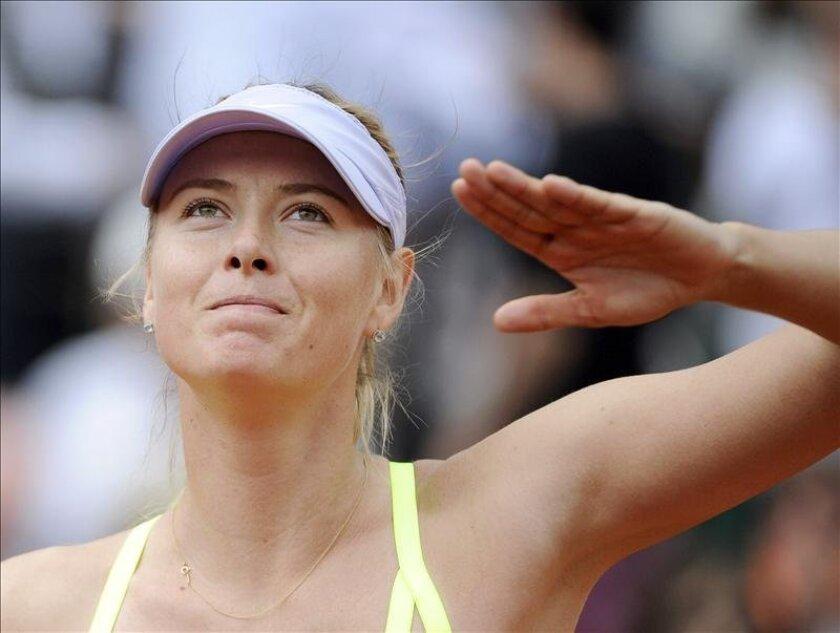 La rusa Maria Sharapova, defensora del título, avanzó a los cuartos de final de Roland Garros al vencer a la estadounidense Sloane Stephens, por 6-4 y 6-3 en 89 minutos. EFE/Archivo