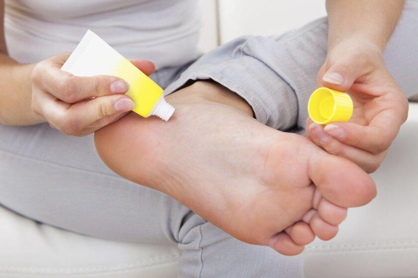 moisturize_feet