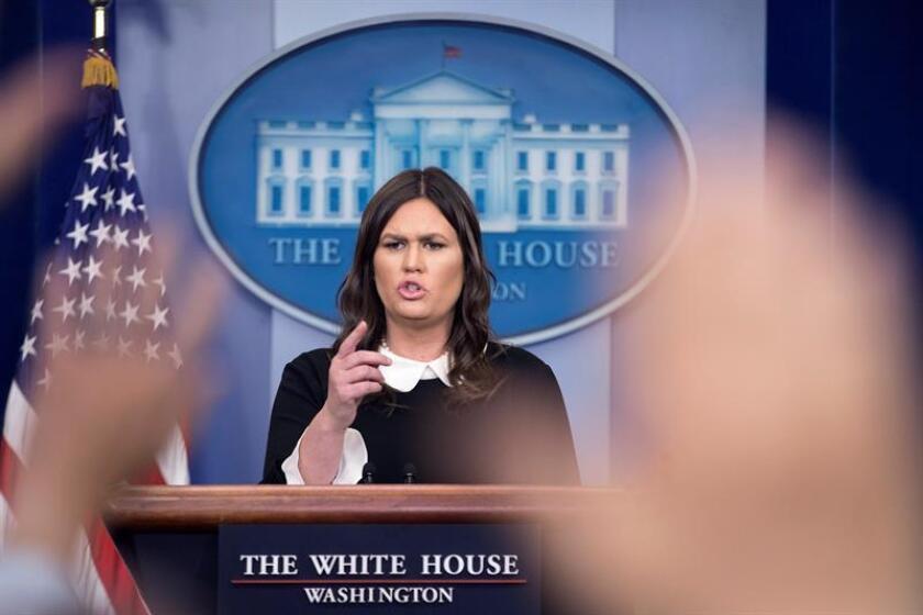La portavoz de la Casa Blanca, Sarah Huckabee Sanders, ofrece la rueda de prensa diaria en la Casa Blanca, Washington D.C (Estados Unidos) hoy, 27 de marzo de 2018. EFE