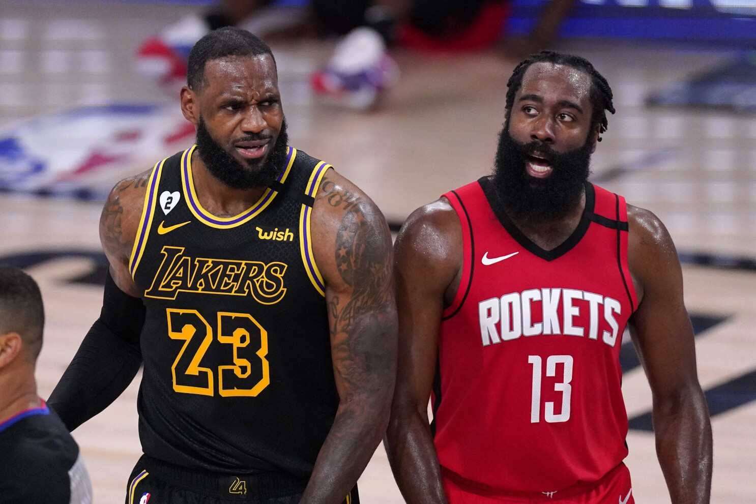 Lebron James Big Fourth Quarter Helps Lakers Beat Rockets Los Angeles Times