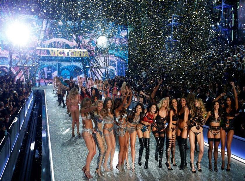 Modelos se presentan durante el desfile de moda de Victoria Secret. EFE/Archivo