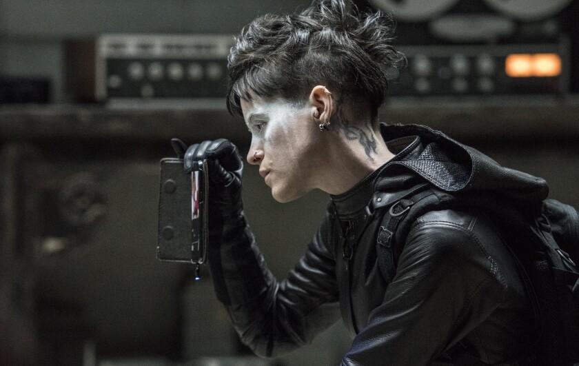 Lisbeth Salander (Claire Foy) en una escena de la cinta dirigida por un aclamado cineasta uruguayo.