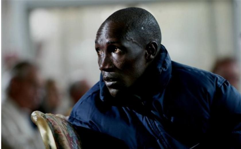 En imagen de archivo, el keniano Michael Rotich escucha durante una conferencia de prensa del Maratón de la ciudad de Nueva York. (AP Foto/Bebeto Matthews, archivo)