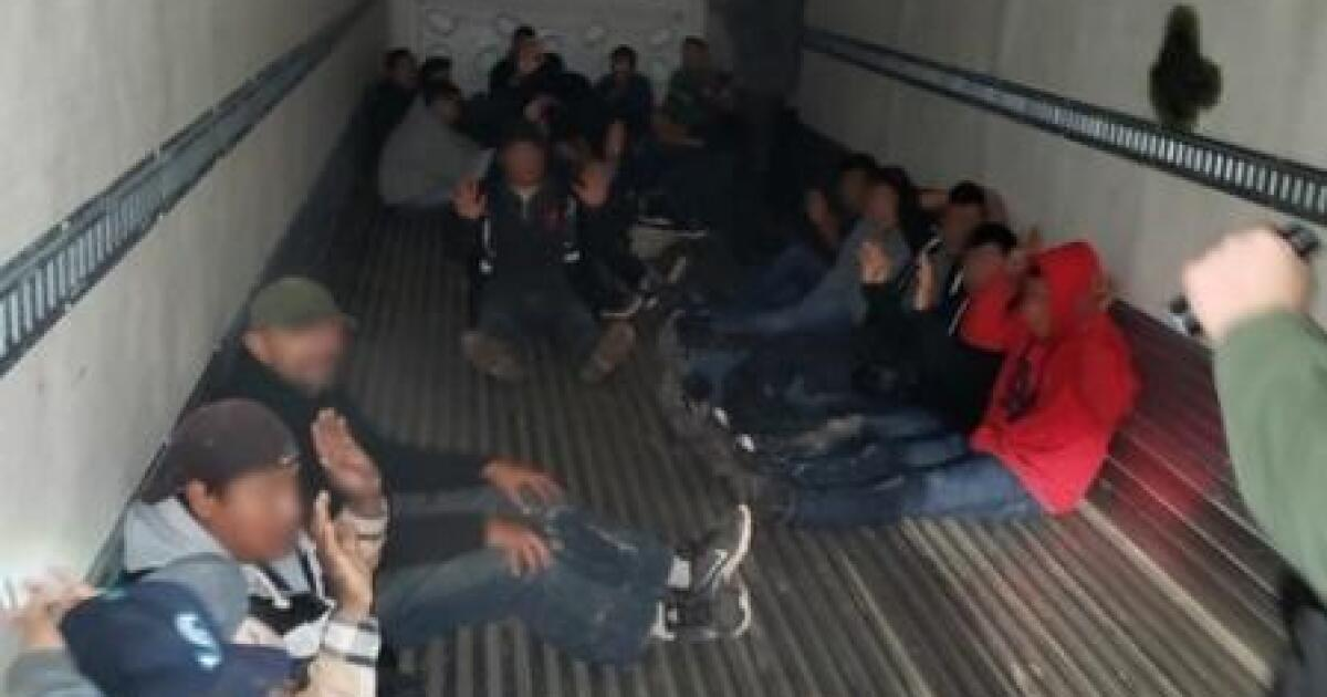 26 Einwanderer gefunden locked-in-Zugmaschine nach über die Grenze geschmuggelt