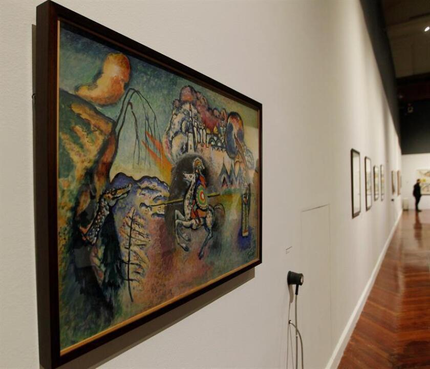 """Vista de la obra """"Rider"""" st Georges (jinetes.san jorge)1914-1915 de Kandinsky hoy, martes 30 de octubre de 2018, durante un recorrido a la prensa por la exposición """"Kandinsky. EFE"""