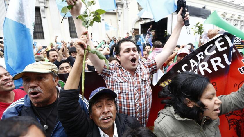 El país centroamericano vivió en abril una ola de protestas de miles de ciudadanos que salían a las calles en demanda del fin de la impunidad y un alto a la corrupción que culminaron con la renuncia del expresidente Otto Pérez Molina.