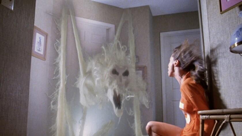 """Una escena de """"Poltergeist"""", la cinta de 1982 que recibe ahora el tratamiento del laberinto para el esperado evento de Halloween Horror Nights."""