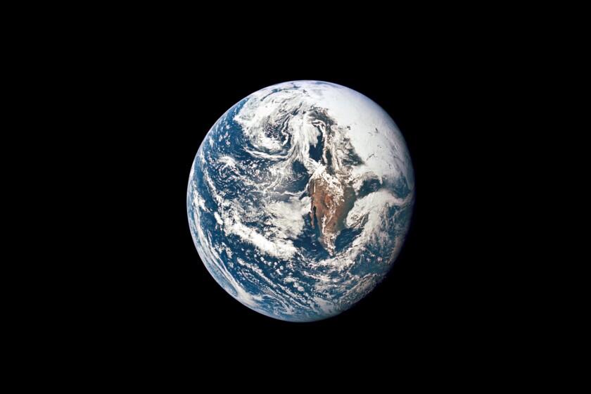 Foto de la NASA muestra la Tierra fotografiada desde la nave Apollo 10.