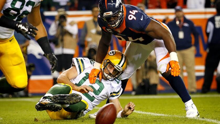 Broncos win battle of unbeaten teams over Packers, 29-10