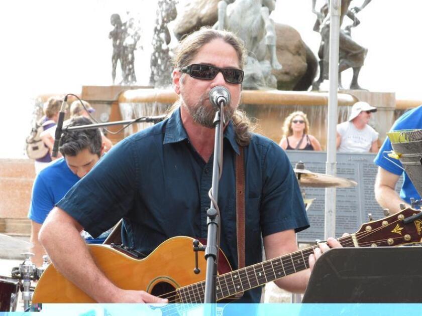 El cantautor Tito Auger, es uno de los personajes que han participado en la campaña. EFE/ARCHIVO
