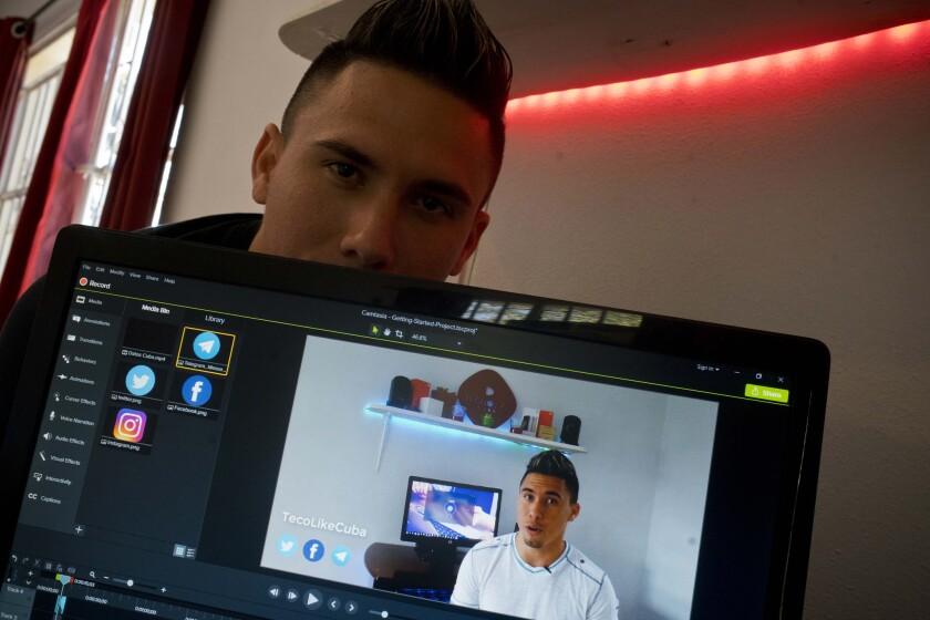 En esta foto aparece el cubano Julio Aguirre Lusson, de 25 años, un DJ que ha tenido un canal en YouTube llamado TecnoLikeCuba por un año.