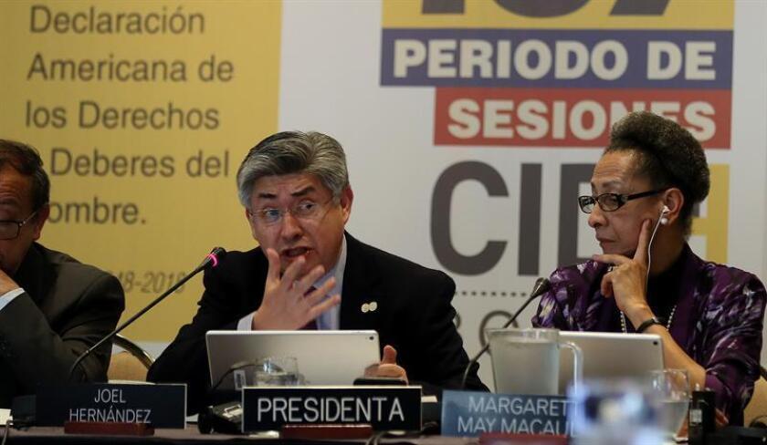 Fotografía tomada el pasado 2 de marzo en la que se registró a los integrantes de la Comisión Interamericana de Derechos Humanos, Joel Hernández (i) y Margarette May Macaulay (d), durante el 167 periodo de sesiones de la CIDH, en Bogotá (Colombia). EFE/Archivo