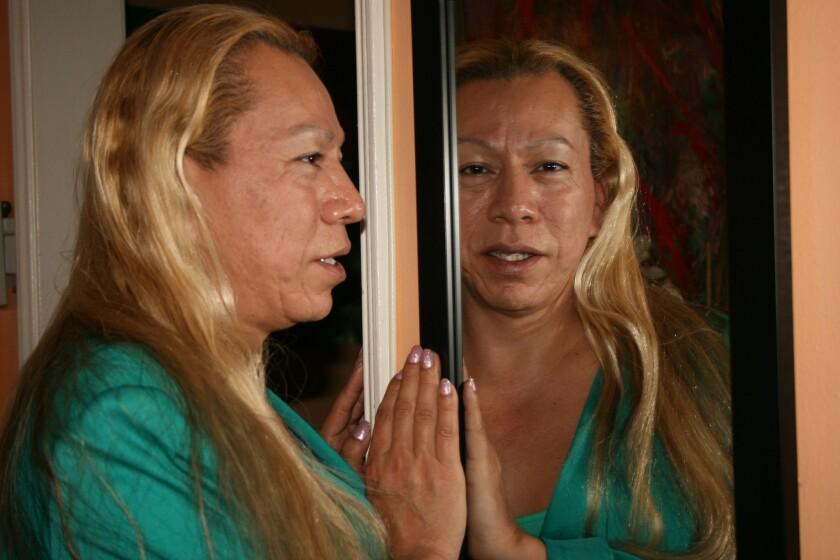 Mujer transgenero brilla por sus metas.