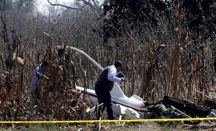 """Presidente de México pide a conservadores """"jugar limpio"""" tras accidente aéreo"""