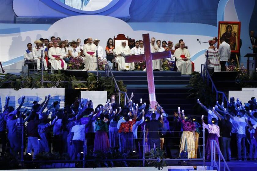 Pope Francis (C) presides the traditional Way of the Cross, in the Santa Maria La Antigua field, in Panama City, Jan.25, 2019. EFE-EFE/Esteban Biba
