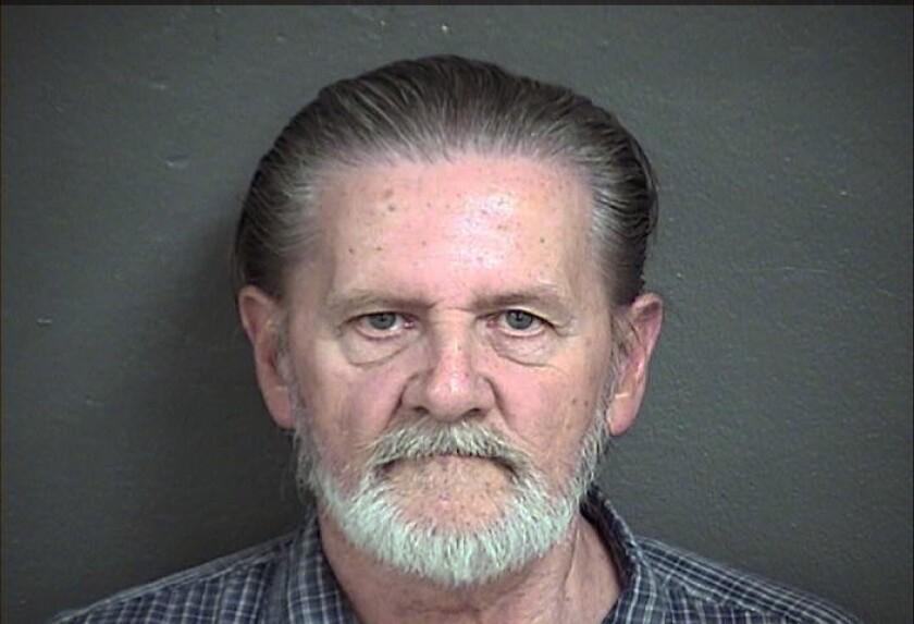 Lawrence Ripple aparece en una foto distribuida por la cárcel del condado de Wyandotte. Ripple, de 70 años, acusado de robar un banco en Kansas City, Kansas el 2 de septiembre de 2016, dice que prefiere la cárcel a vivir con su esposa. (Wyandotte County Detention Center via AP)