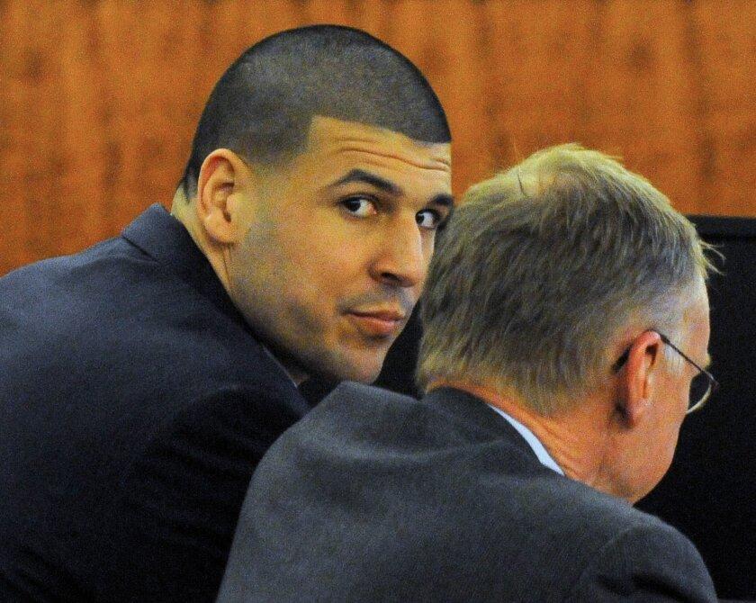 Aaron Hernández está esperando la decisión del jurado.