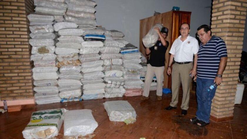 Es tanto el dinero que la Policía de Paraguay halló este viernes en la ciudad de Saltos del Guairá, en la frontera con Brasil, que por ahora sólo se sabe el peso total de los bolívares incautados: 25 toneladas.