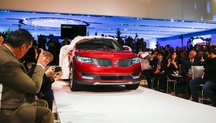Vista del Lincoln MKX presentado en el Salón Internacional del Automóvil de Norteamérica (NAIAS), en Detroit (EEUU). EFE/Archivo